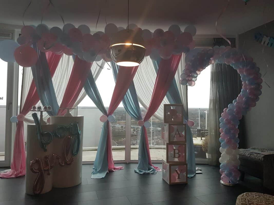 boondesigns gender reveal party ballondecoratie roze/blauw