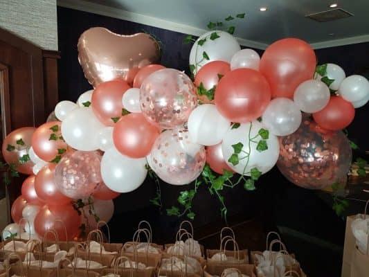 boondesigns ballondecoratie huwelijk ballontros wit rose/gold met hartballon